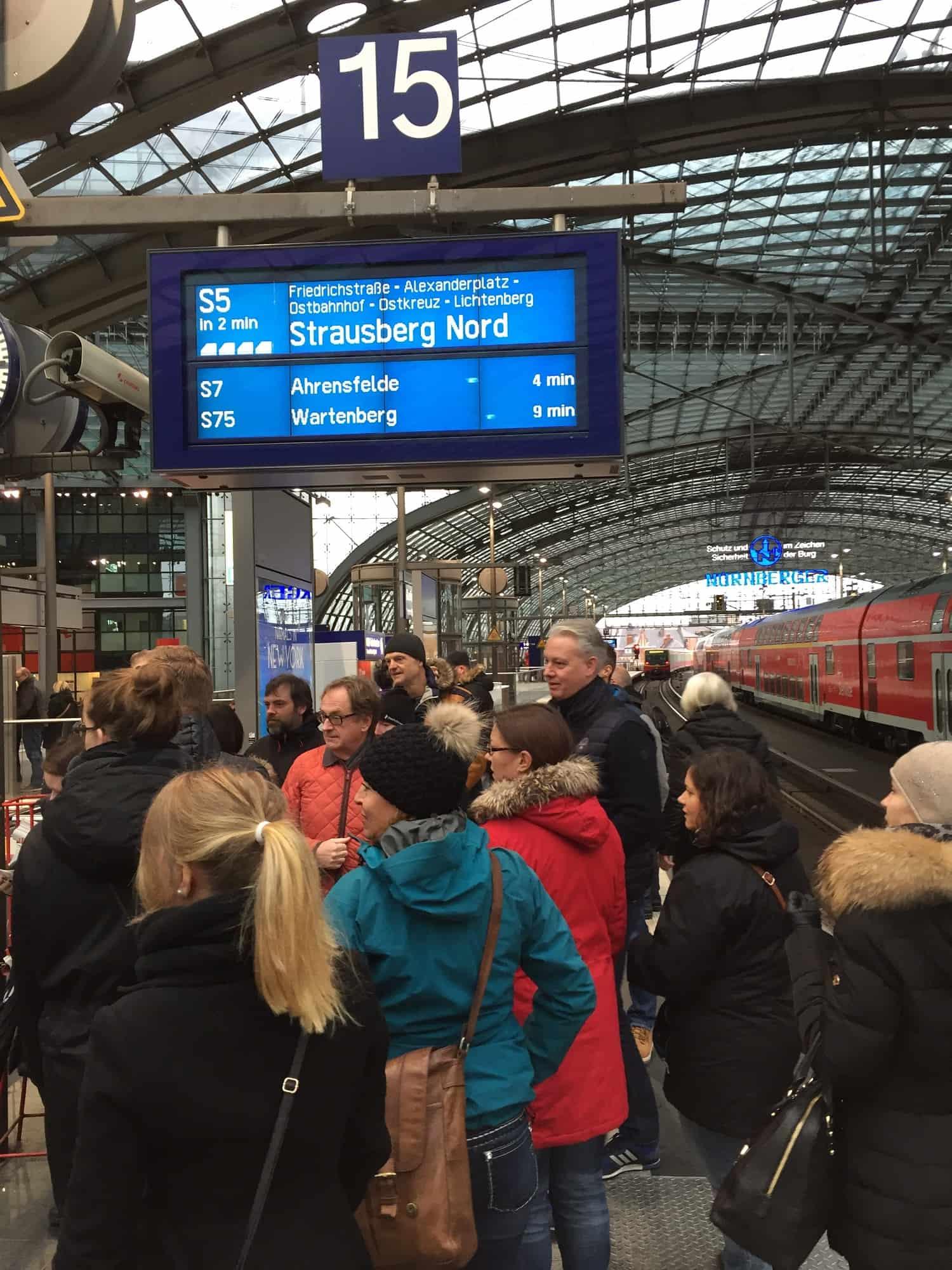 Berlin Hauptbahnhof med Jens small