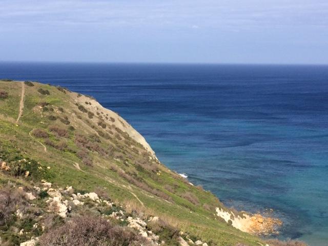 Malta kust med hav
